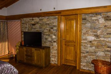 Изработка и монтаж на подови настилки и интериорни врати